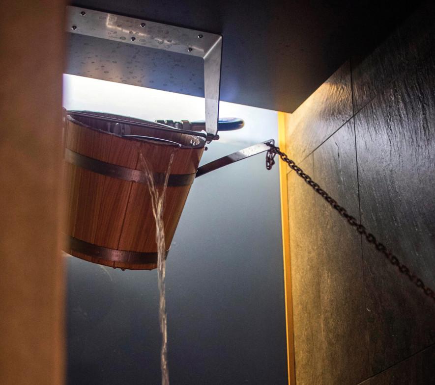 00_customMade-6236-Bucket-shower-effegibi_rit