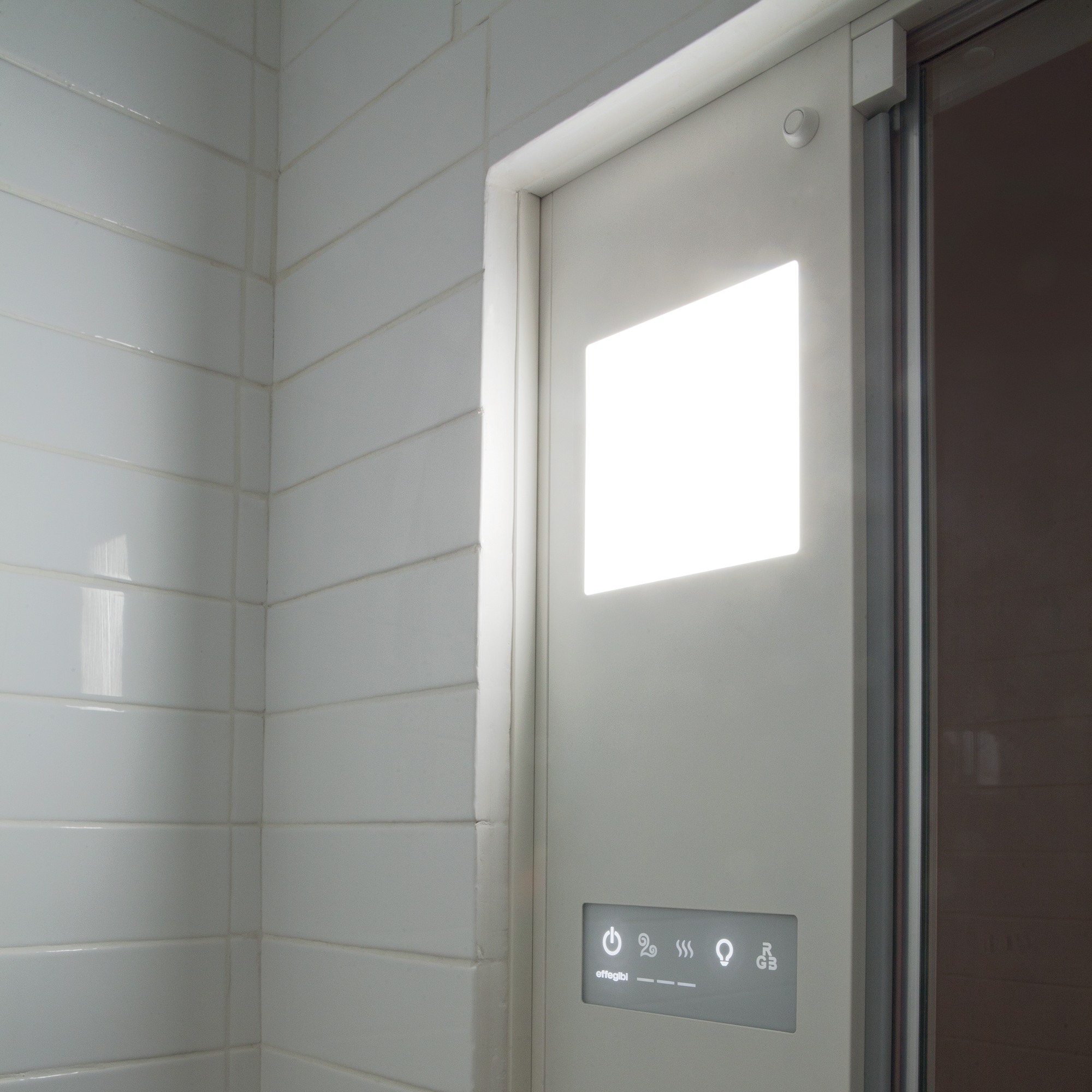 Omniasteam Touch Versione porta e colonna, finitura bianca