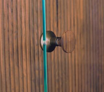 BodyLove S Dettaglio del pomello in legno