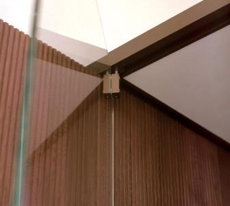 BodyLove S Dettaglio apertura della porta in vetro temperato extrachiaro 10 mm