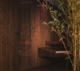 BodyLove S La boiserie crea continuità tra lo spazio benessere e l'ambiente esterno