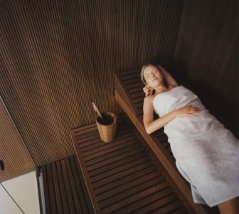 BodyLove S Rivestimento delle pareti in legno con scanalature verticali